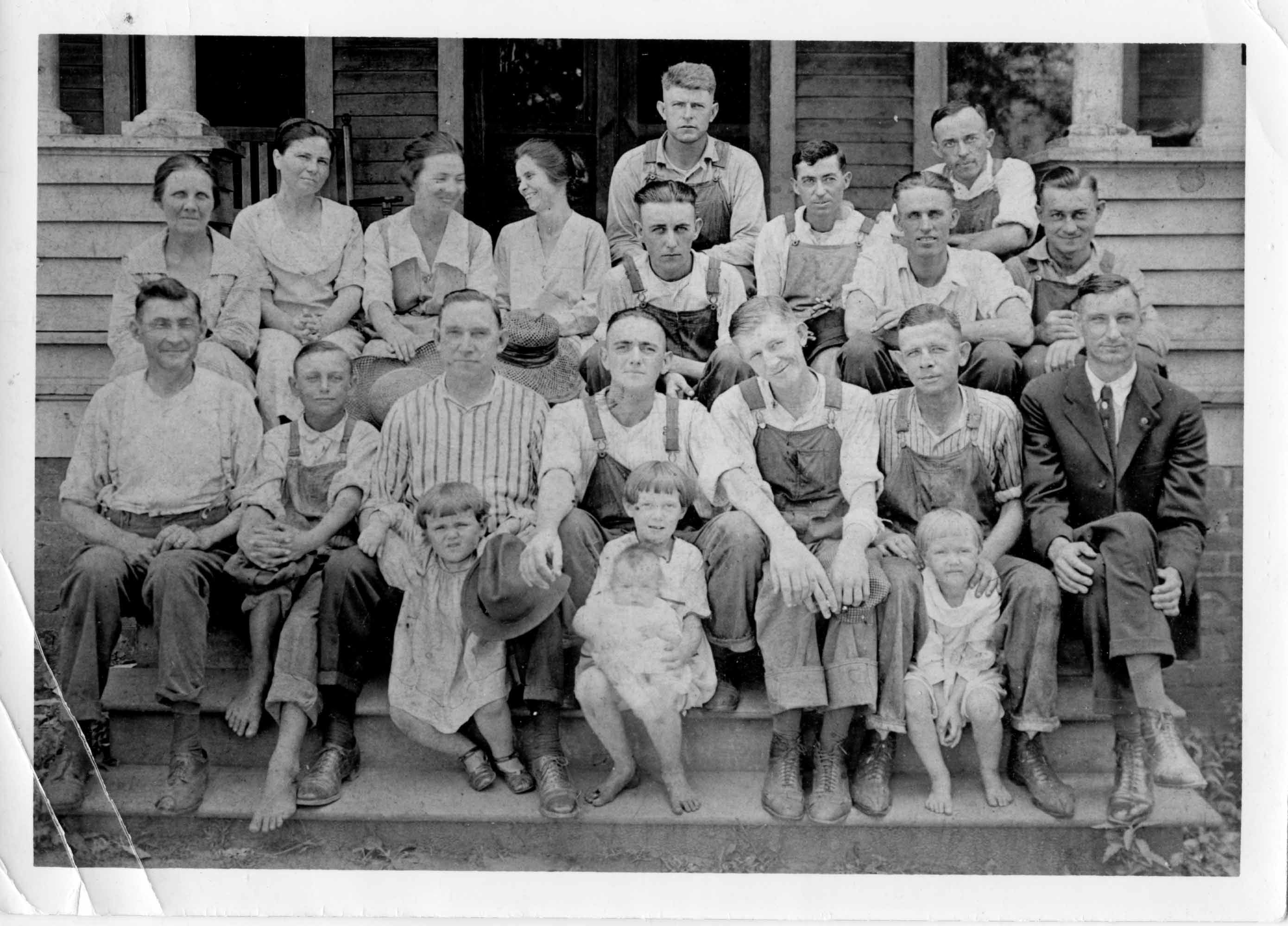 Visitors at the North Charlotte Inn in the 1920s. It later became Shue's Boarding House.
