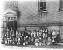 Children outside the original Carnegie Library